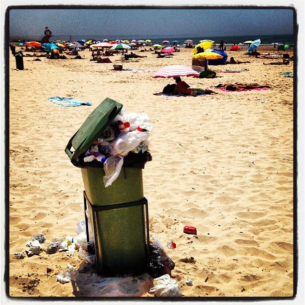 Merda com fartura e barrigas ao sol. Viva a Greve Geral em Portugal!! #vemprapraia © Pedro Soares Lourenço