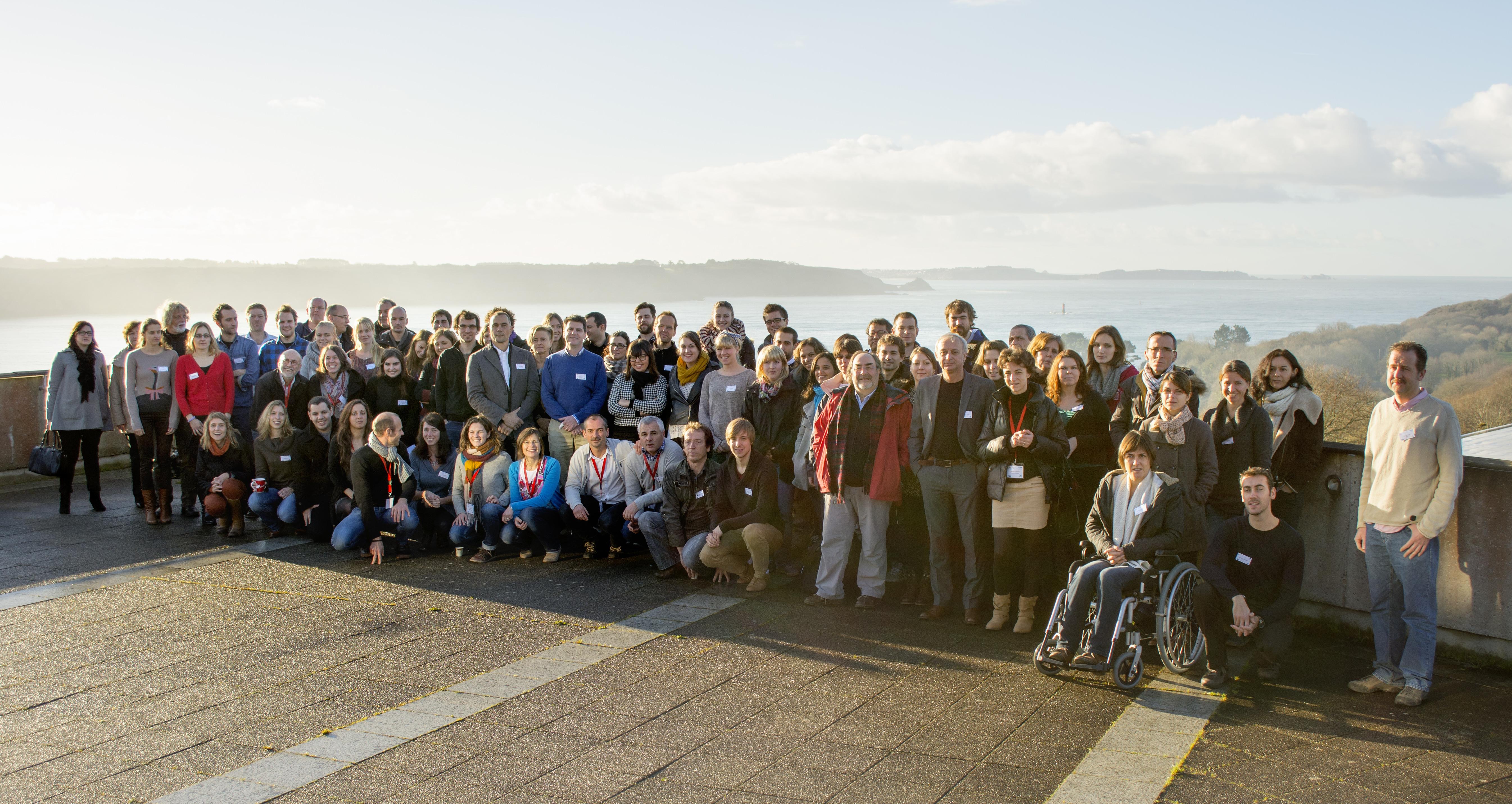 Foto oficial dos participantes do workshop, em Plouzané, França. © MICRO